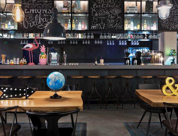 Moxy Bar