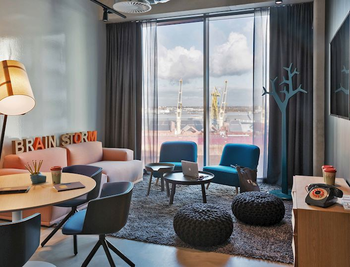 Moxy meeting room - Brainstorm